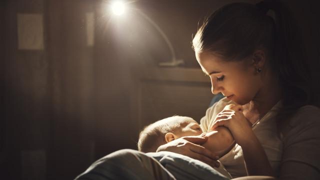 A função protetora do leite materno reforça sistema imunitário de bebés