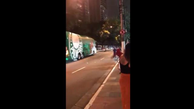 Autocarro do Palmeiras 'atacado' com pedras e garrafas de água