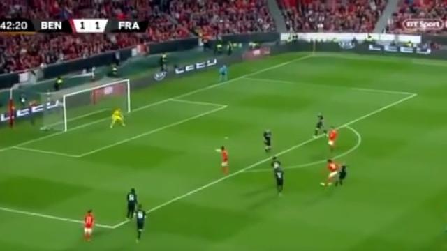 João Félix dispara míssil, bisa e põe Benfica em vantagem no marcador