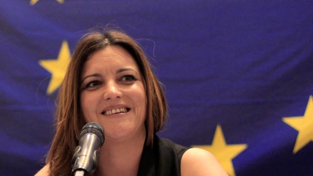 Eurodeputada Marisa Matias critica detenção de Assange