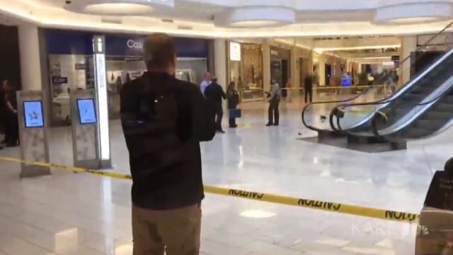 Criança atirada de terceiro andar de centro comercial por estranho