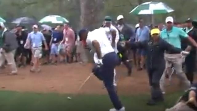 Segurança entrou de carrinho sobre Tiger Woods e o golfista reagiu assim