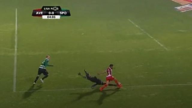 Sporting entra nas Aves com sinal vermelho e perde Renan por expulsão