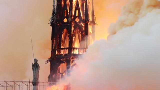 Curto-circuito em Notre-Dame é causa provável de incêndio, diz polícia