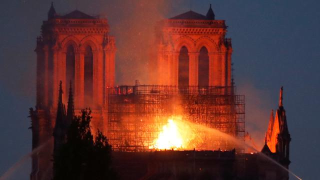 Notre-Dame: Esta quinta-feira é de agradecimento aos bombeiros em Paris