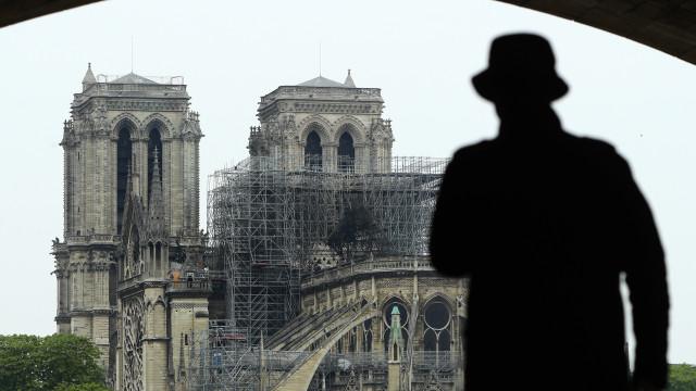 """Catedral de Notre-Dame de Paris """"continua em perigo"""""""