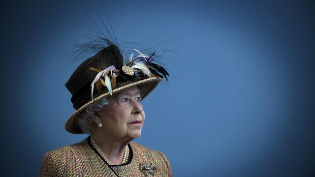O extraordinário momento em que a rainha Isabel II escapou à morte