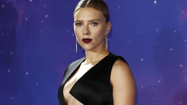 Scarlett Johansson incomodada com fãs que falam da sua estatura