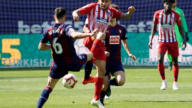 Atlético de Madrid vence Eibar com golo 'tardio' de Lemar