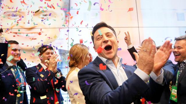 """Zelenski lutará """"não apenas com palavras"""" para recuperar a Crimeia"""