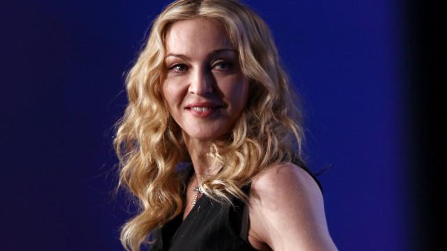 Madonna tem 60 anos, mas a sua flexibilidade é como a de um bebé