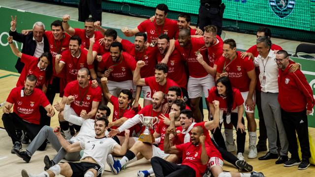 As imagens da festa do Benfica em pleno Pavilhão João Rocha