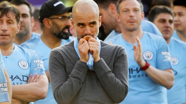 "De Bruyne 'pica' Guardiola: ""És um treinador de m****"""