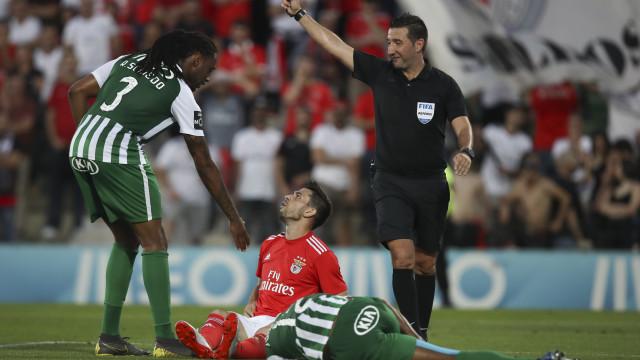 """FC Porto lamenta """"indelével marca do árbitro"""" na vitória do Benfica"""