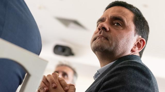 """Pedro Marques aconselhe Rangel para ouvir o """"número cinco"""" da sua lista"""