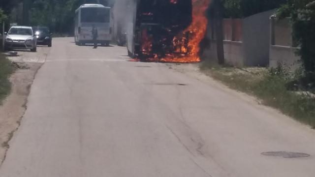 Autocarro da TST arde por completo no Zambujal, Sesimbra
