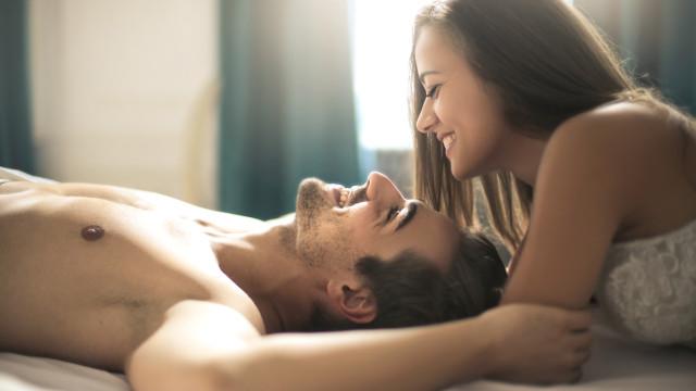 Estudo revela que fazer sexo aumenta satisfação no trabalho