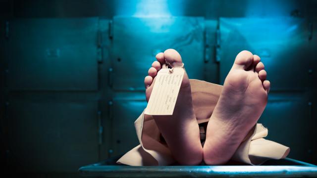 Entenda como o corpo se transforma numa máquina tóxica assim que morre