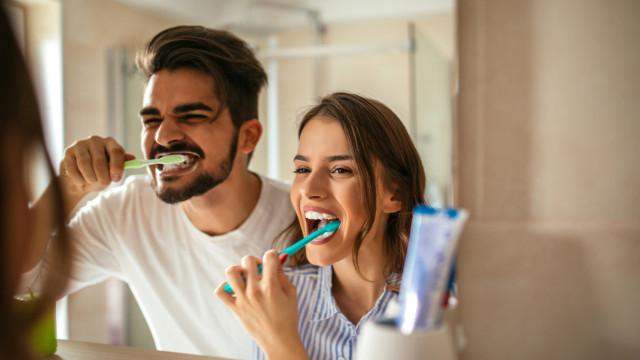 Sabe lavar os dentes? Os 11 erros que provavelmente está a cometer