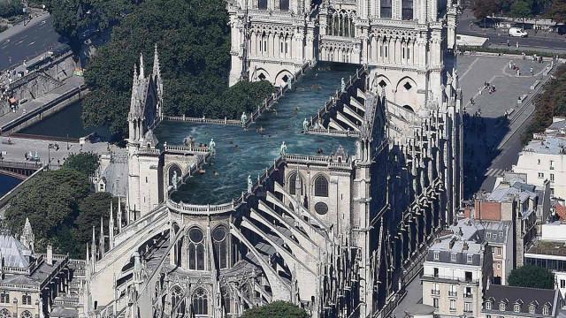 Telhado da Notre Dame transformado em piscina? Projeto é real