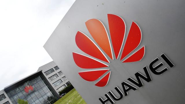 Depois da Google, outras empresas congelaram negócios com Huawei