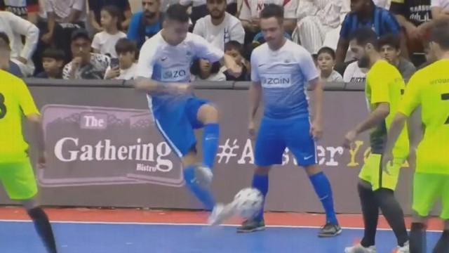 Angellot Caro marca golo que até Ricardinho... aplaudiria de pé
