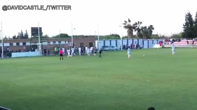Aos 92 minutos, guarda-redes vai lá à frente e marca golo do título