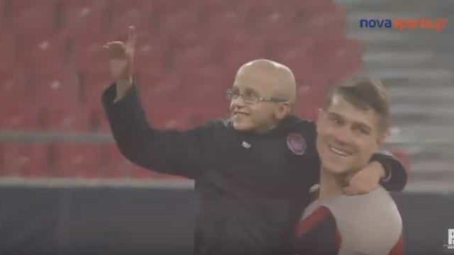 Alvo do Benfica teve gesto para com um menino que emocionou o mundo