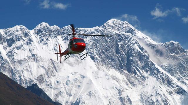Mais dois alpinistas mortos no Evereste desde sexta-feira