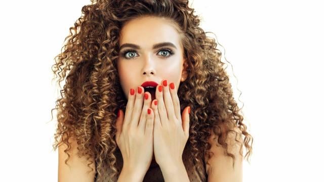Tem dentes amarelos e manchados? As quatro causas mais comuns
