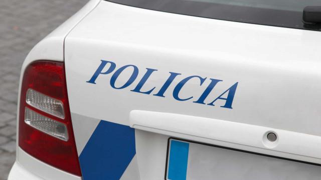 Homem procurado recebe polícia com metralhadora na Amadora