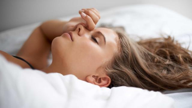 Complexidade do cérebro feminino requer mais horas de sono. Eis 4 dicas