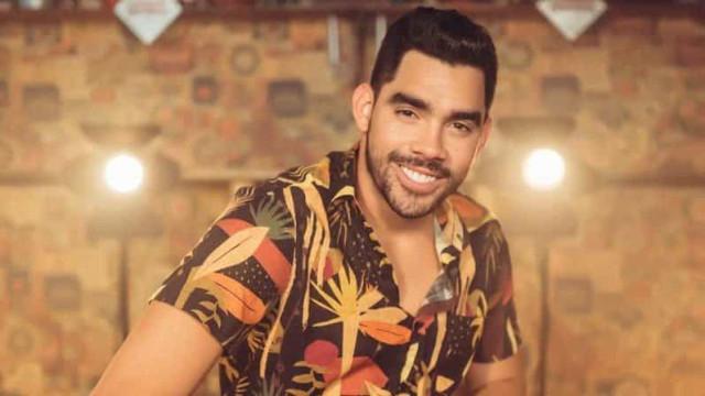 O último vídeo filmado por cantor brasileiro, dentro de avião acidentado