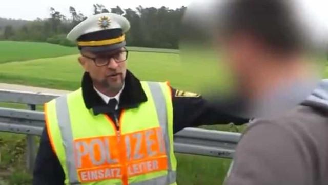 """Polícia confronta condutores que abrandam em acidente. """"Tenha vergonha"""""""