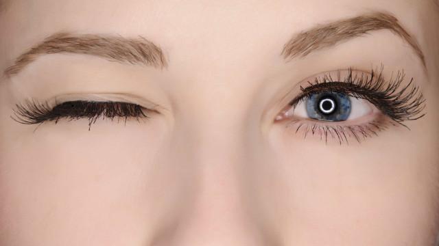 O seu olho não pára de tremer? Sete causas e quando ir ao médico
