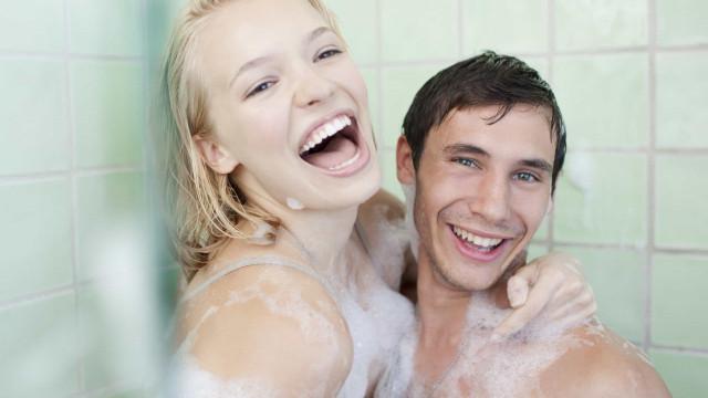 Saiba por que está a tomar um 'banho de micróbios' quando liga o chuveiro