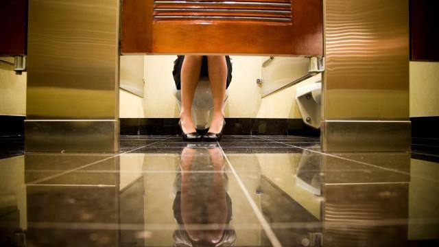 """""""Um mar de fezes"""": Sabe mesmo quão suja é uma casa de banho pública?"""