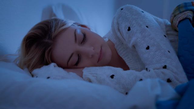 Pela sua saúde durma sobre o lado esquerdo do corpo. A ciência explica