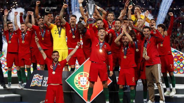 """Mundo rendido ao """"rei da Europa"""". Atenção à menção de Espanha a Portugal"""