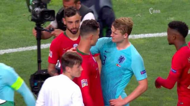 O momento em que Ronaldo pede a De Ligt para se mudar para a Juventus
