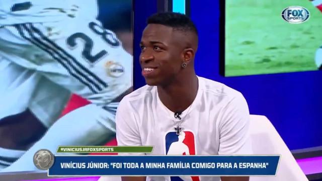 Jogar com CR7 ou Messi? Vinícius Jr. 'fintou' a pergunta com classe