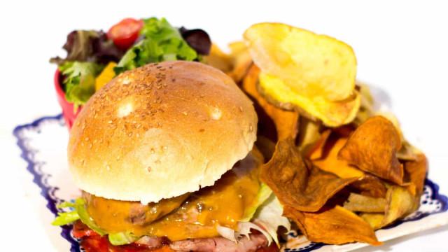 Bira dos Namorados tem novos hambúrgueres e mais petiscos