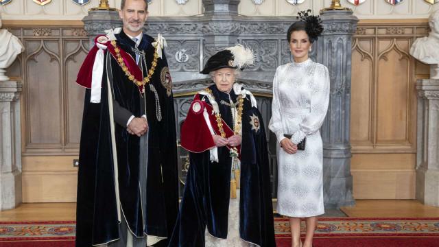 Felipe VI distinguido por Isabel II. As imagens da nobre cerimónia