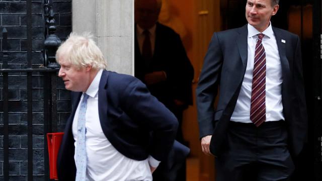 Boris Johnson ou Jeremy Hunt, quem será o primeiro-ministro britânico?