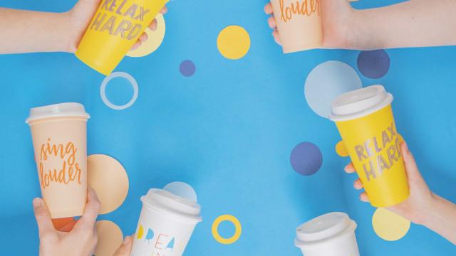 Este verão, leve consigo os novos copos reutilizáveis da Starbucks