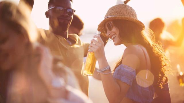 Está convidado: Festa 'Summer on the Rocks' no Farol Hotel em Cascais