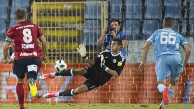 'Gigante' eslovaco pretendido para a baliza do FC Porto