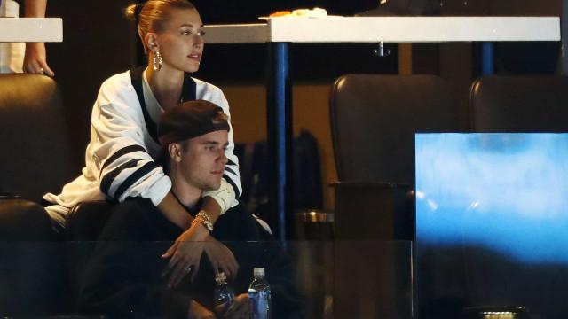 Na cama com a mulher, Justin Bieber declara-se a Hailey Bieber