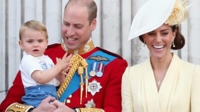 Louis arranca gargalhadas ao usar óculos de sol de Kate Middleton