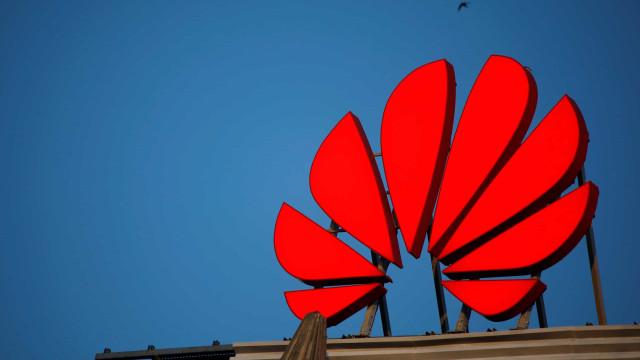 """Huawei prepara """"centenas"""" de despedimentos nos EUA"""